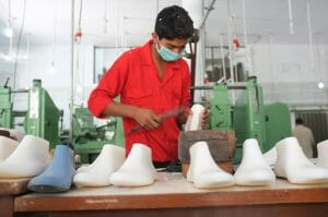 Photo Pakistan Shoe leather workshop